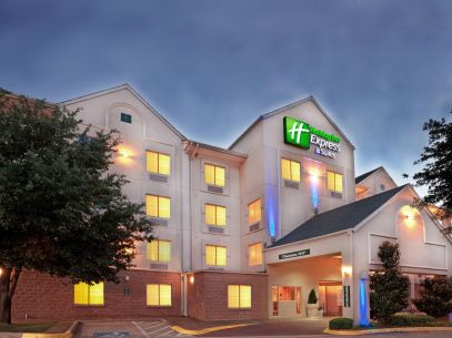 holiday-inn-express-and-suites-dallas-4184067268-4x3